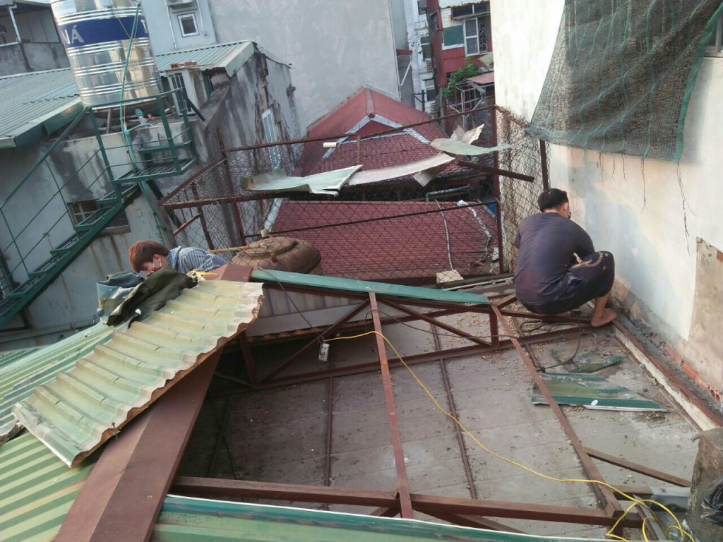hình ảnh Thay mái tôn cũ nhà xưởng