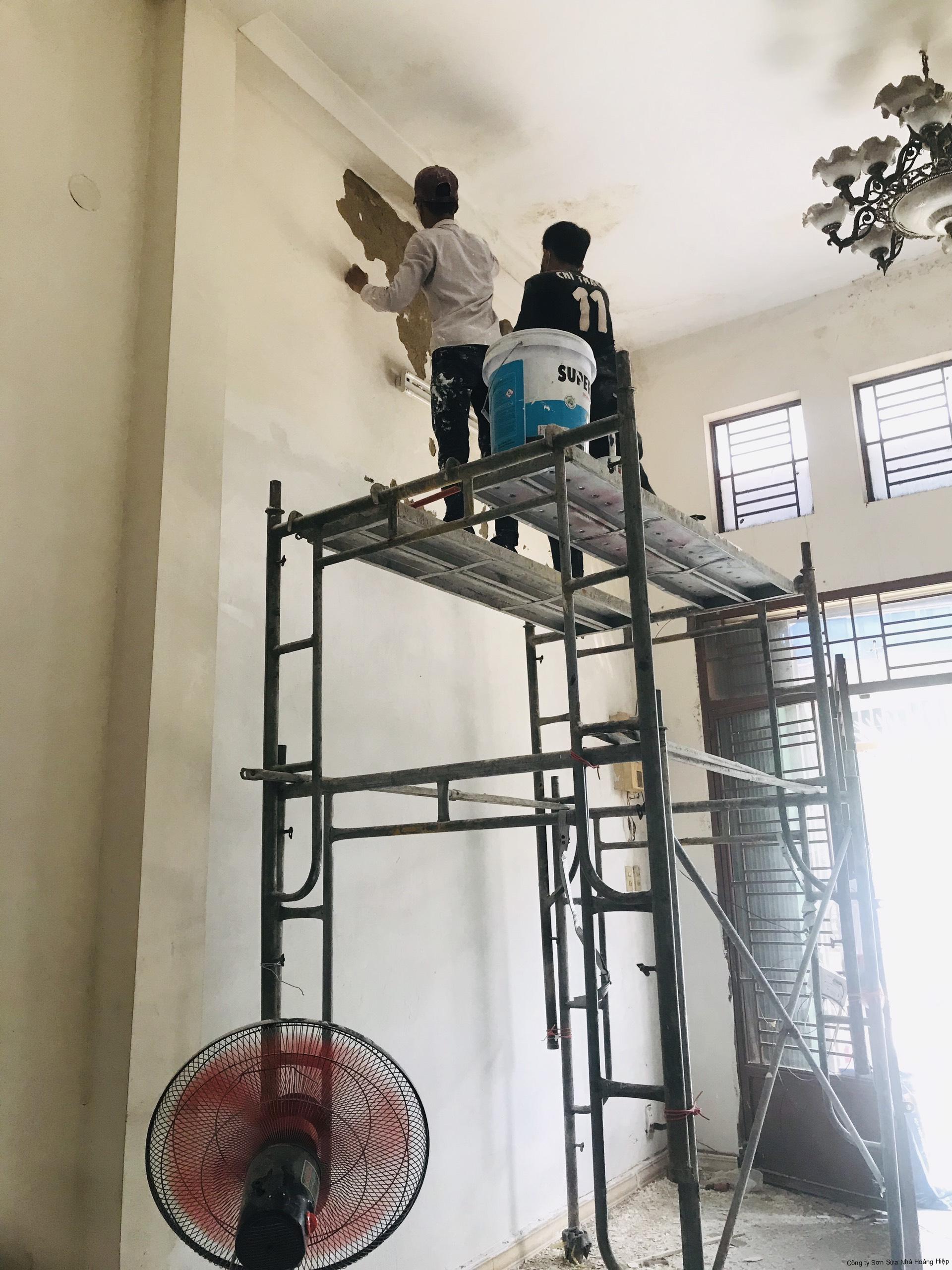 Thợ sơn nhà Hocmon